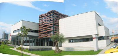 Edificio de oficinas de granitos ib ricos mui os carballo for Fachadas modernas para oficinas