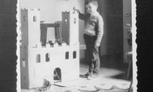 The television and the castle of cardboard | Jorge Gorostiza