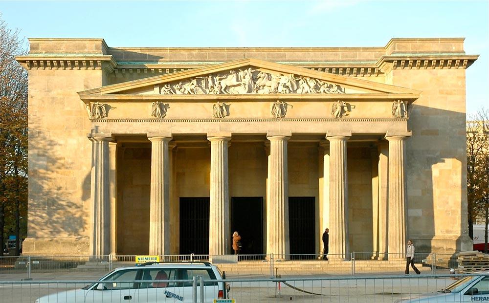"""Neo-clasicismo auténtico la """"Neue Wache"""", Palacio de la Guardia, en Berlín (1818) de Karl Friedrich"""
