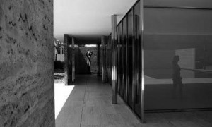 Construcción Monolítica y Estratificada: El Pabellón de Barcelona