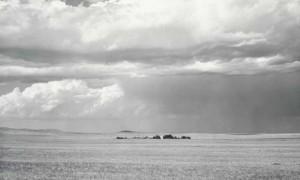 Robert Adams: o lugar onde vivimos. Unha selección retrospectiva de fotografías