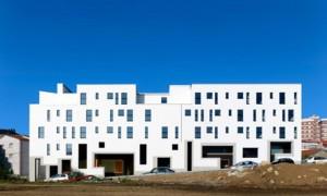 31 vivendas para xoves e maiores e centro de día | Abalo Alonso Arquitectos