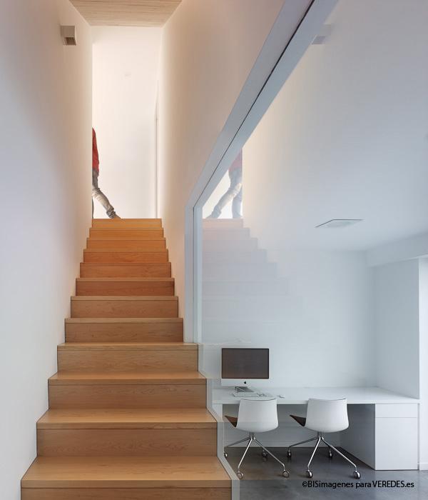 Baño Bajo Escalera Arquitectura:En planta primera, la estancia principal de la casa (cocina-salón
