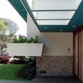 Detalle de ingreso de su casa en Miraflores - Lima. alfredo Baertl montori, arquitecto. 1961 | Fotografía: Fernando Freire Forga