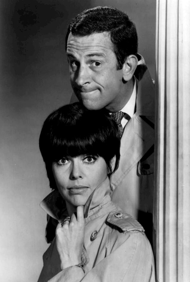 Don Adams como Maxwell Smart y Barbara Feldon como la Agente 99   1965