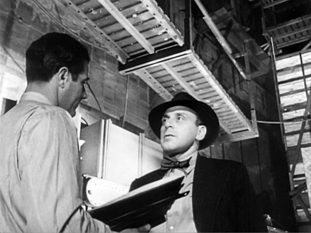 George Couloris, quien interpreta al tutor de Kane, el banquero Walter Parks Thatcher en un fotograma Ciudadano Kane | Citizen Kane trailer (1941) | RKO Radio Pictures