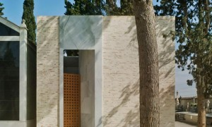 Panteón familiar en Murcia: Un patio íntimo abierto al cielo | Ecoproyecta