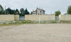 Vestiarios para campo de fútbol en Vilar de Astrés | trespes.arquitectos