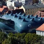 La Kunsthaus toma por sorpresa al viandante del centro barroco de Graz.