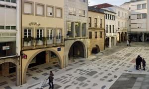 Reformulation of a public space: from street to square. Paving of the Praza do Curro | Salgado+Liñares