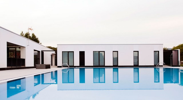 Reforma de vestuarios y piscina municipal en Maceda   trespes.arquitectos