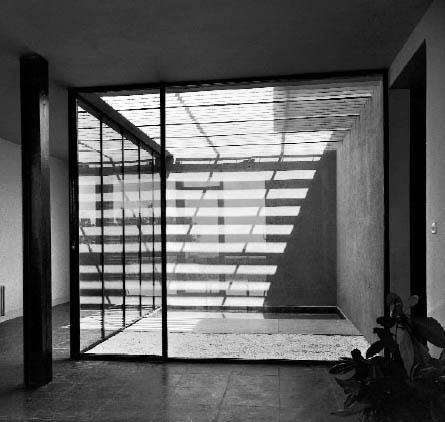 SOSTRES-casa-MMI-vista-int.-patio-desde-salón-foto-by-F.Catalá-Roca_1956
