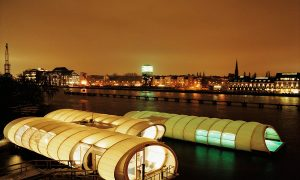 Piscina no río Spree a su paso por Berlín, de AMP | Halldóra Arnardóttir – Javier Sánchez Merina