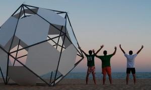Monolito na praia | Carlos Zurdo-Jesús Barrera-Domingo Barrios-Fernando Molina