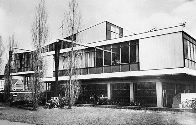 Sint-Pauluscollege, Wevelgem (Bélgica). Segunda vida para el pabellón yugoslavo como equipamiento docente.