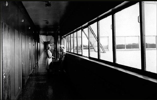 Corredor del Sanatorio Paimio (1928-1933) de Alvar Aalto