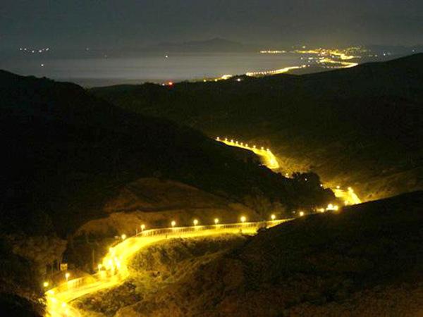 La frontera entre Europa y África. El exceso de luz es una consecuencia natural, permite ver con extremo detalle y nitidez quién se atreve a cruzarla.