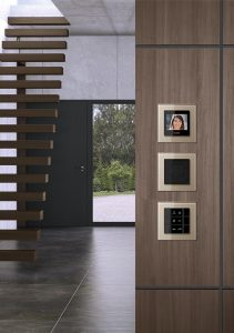Estaciones-interiores-de-Jung-con-tecnología-de-sistemas-Siedle-1