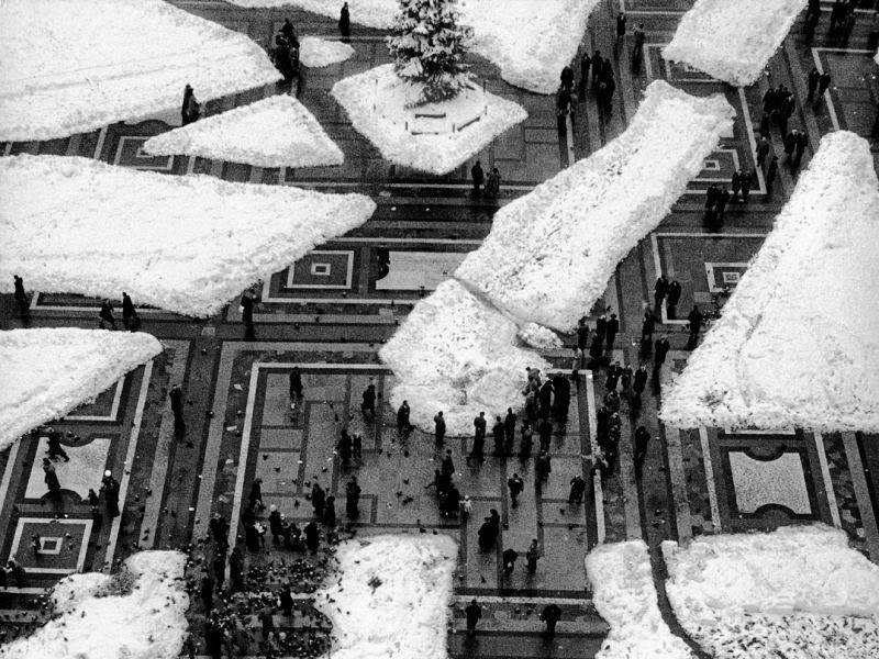 Mario de Biasi, Milano, Piazza Duomo, 1951