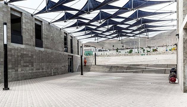 Parque Zonal Santa Rosa. Edificio y Plaza del CREA. Polideportivo Techado de fondo | Foto: Eleazar Cuadros