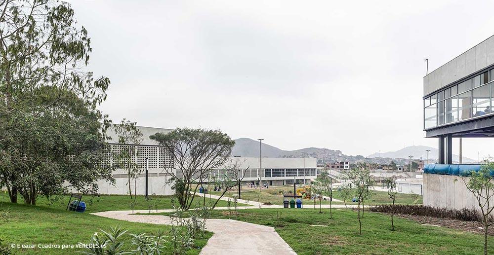 Vista del Parque y el Polideportivo Techado desde el CREA y Piscina