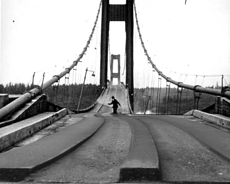 Puente de Tacoma sobre el río Narrows en Estados Unidos, inaugurado el 1 de julio 1940