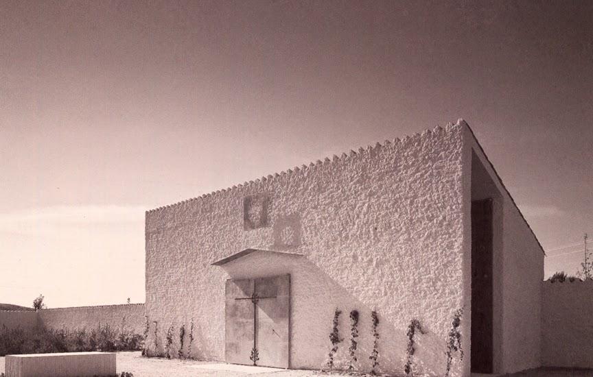Ampliación del cementerio de Camarma de Esteruelas, a escasa distancia de Alcalá de Henares, España