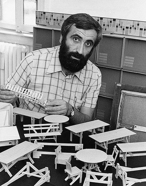 Enzo Mari in his studio in Milan, 1974 | Author: Adriano Alecchi (Mondadori Publishers)