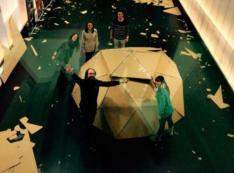 Experimentación con alumnos de Esne en cúpulas geodésicas | Fotografía: Carlos García