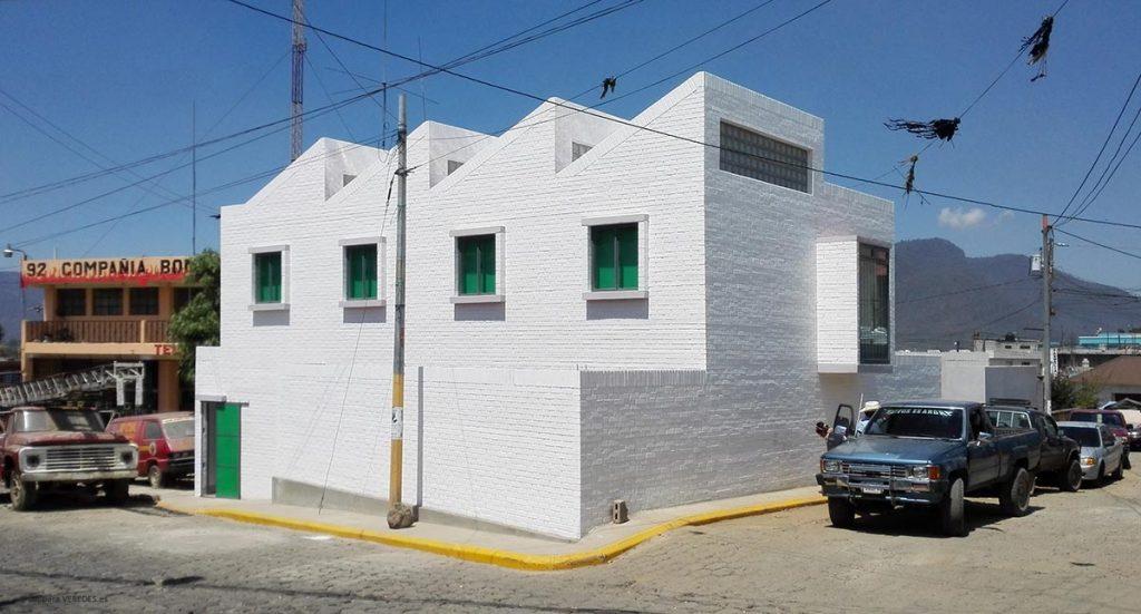 Exterior de la ampliación del Centro de Salud de San Juan Ostuncalco