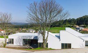 Infantile school in Oza-Cesuras | bals arquitectos