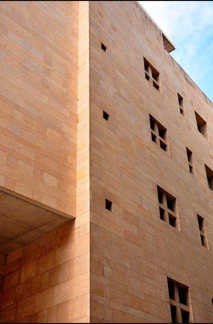 Moneo, desde la idea de fachada | Fotografía: ntuliberalarts.net