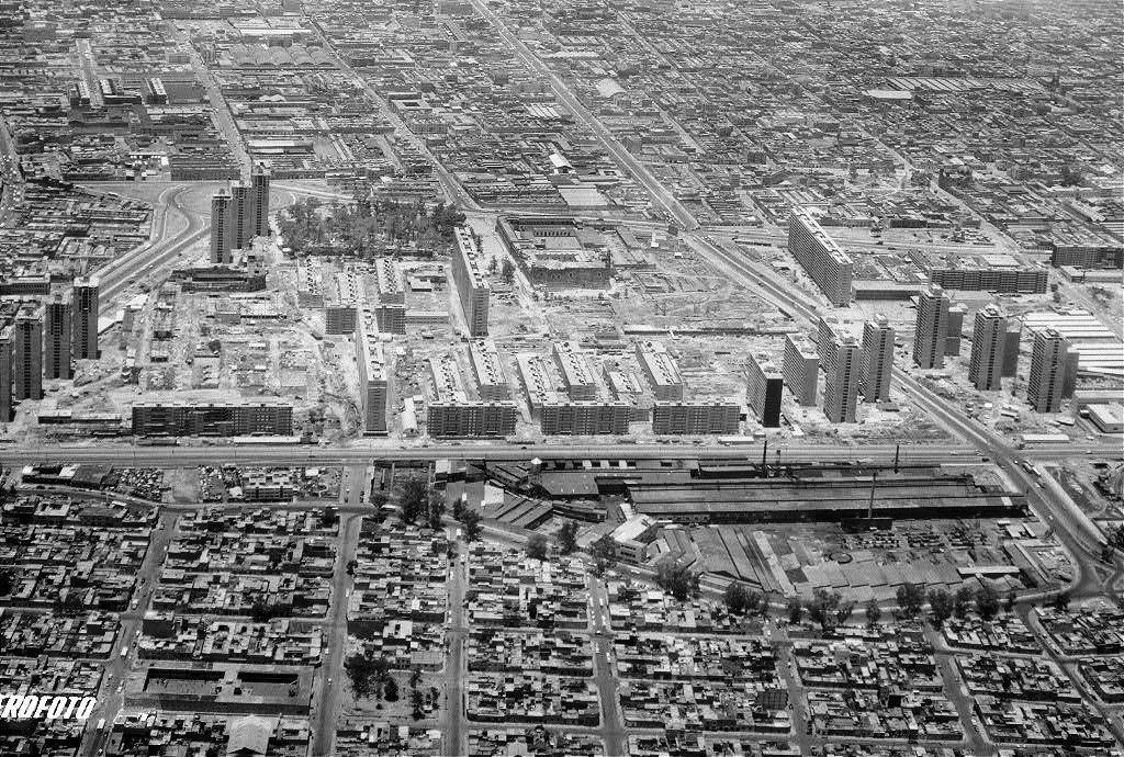 1964 el Conjunto Urbano Presidente Adolfo López Mateos de Nonoalco Tlatelolco luce radiante (1960-64)