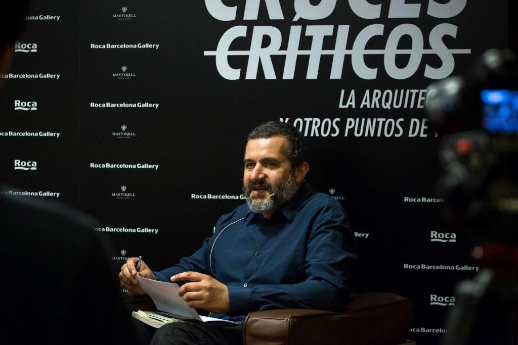 """""""Cruces Críticos"""", organizado por Fredy Massad."""