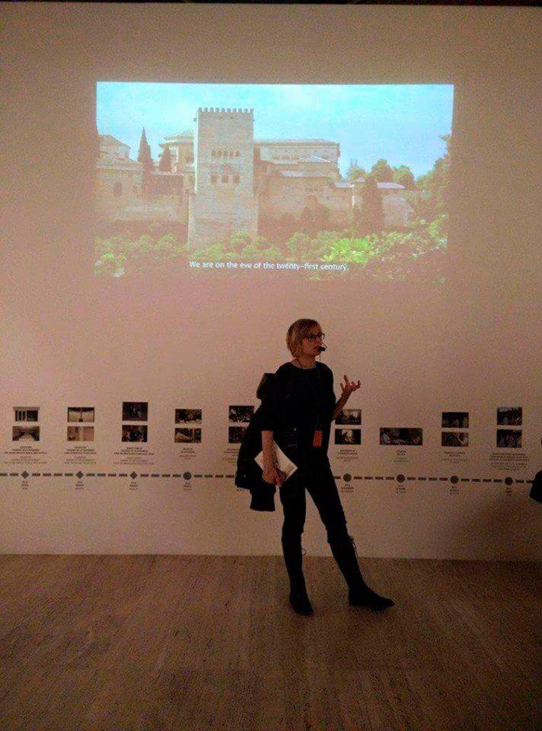 """Como guía de la exposición de la exposición """"Álvaro Siza. Visiones de la Alhambra""""."""