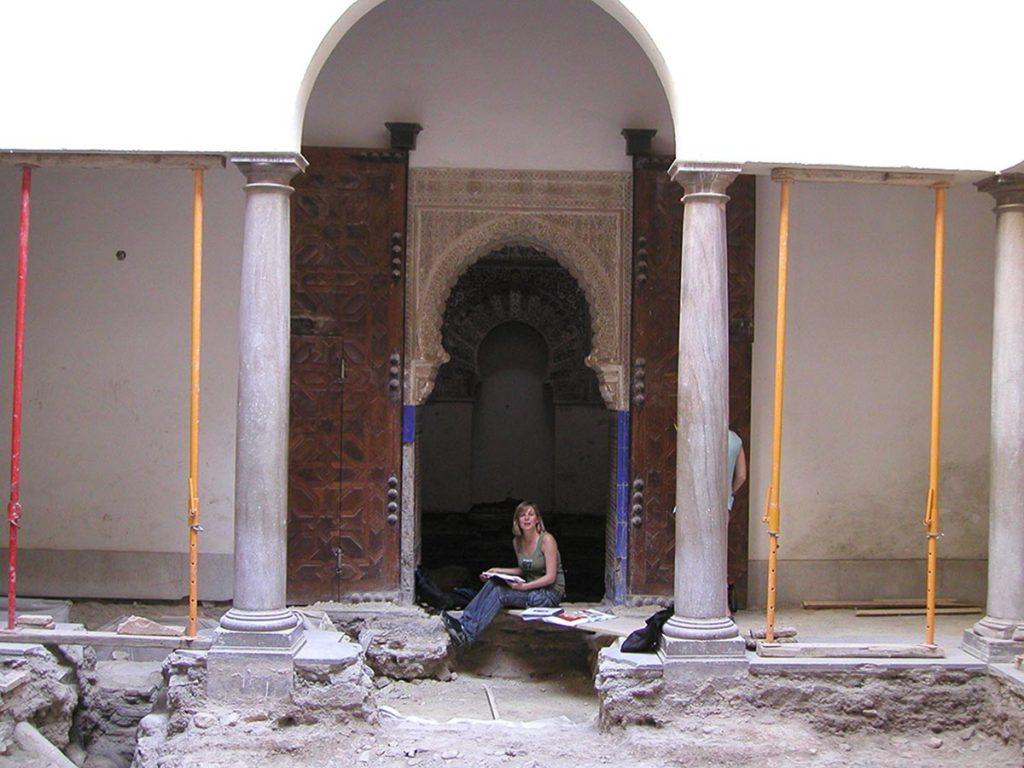 Trabajando para el proyecto de puesta en valor de los restos arqueológicos encontrados en La Madraza de Granada que realizaba el arquitecto Pedro Salmerón.