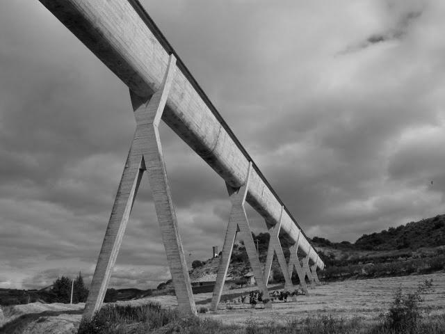 El acueducto de Alloz Ing E. Torroja, año 1939. (En uso)   Fuente Tendiendo Puentes