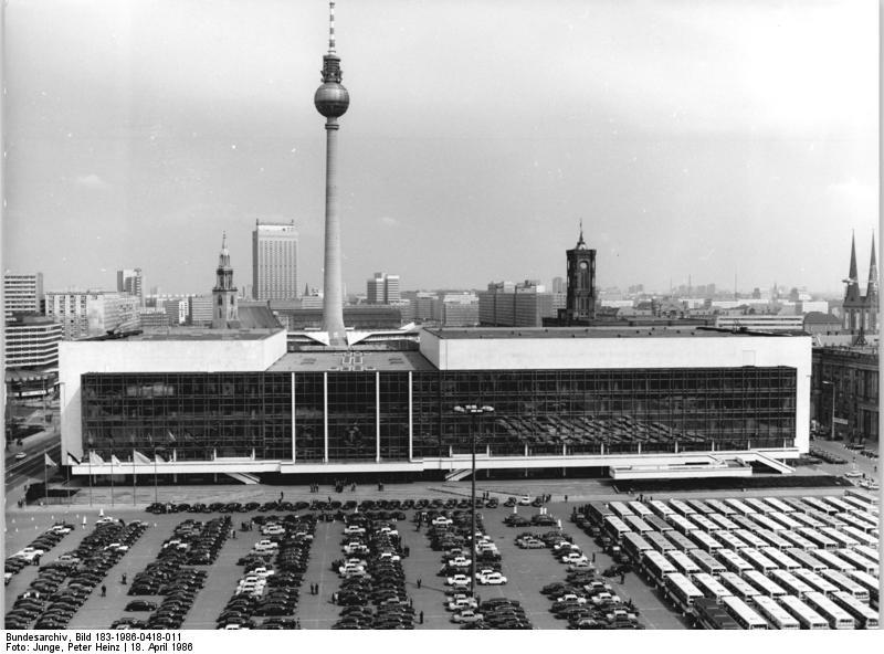 Palacio de la República y la torre de televisión en Alexanderplatz
