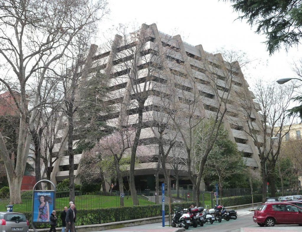 Edificio Pirámide de Antonio Lamela Martínez (1974 -1979)   Fotografía: Luis García