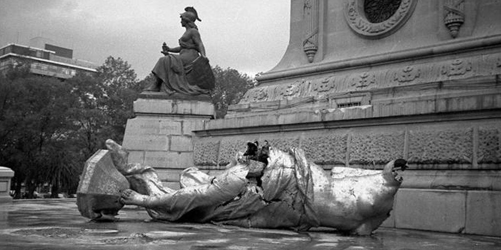 En julio de 1957, un sismo de 7.7º Richter provocó la caída del Ángel y la destrucción de la escultura original   Fuente: fahrenheitmagazine.com