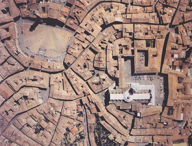 Piazza de Jacopo della Quercia