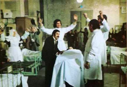Furia española (Francisco Betriú, 1975) por la que Elisa Ruiz recibió el premio del Círculo de Escritores Cinematográficos a la mejor decoración