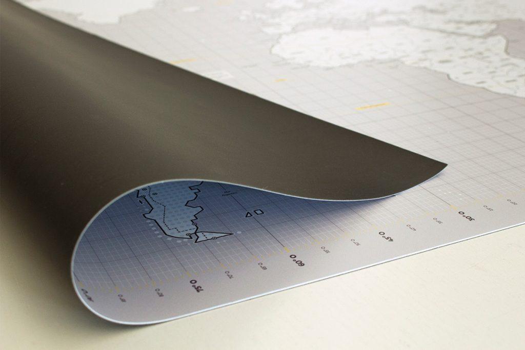 El mapa está impreso sobre una lámina flexible.