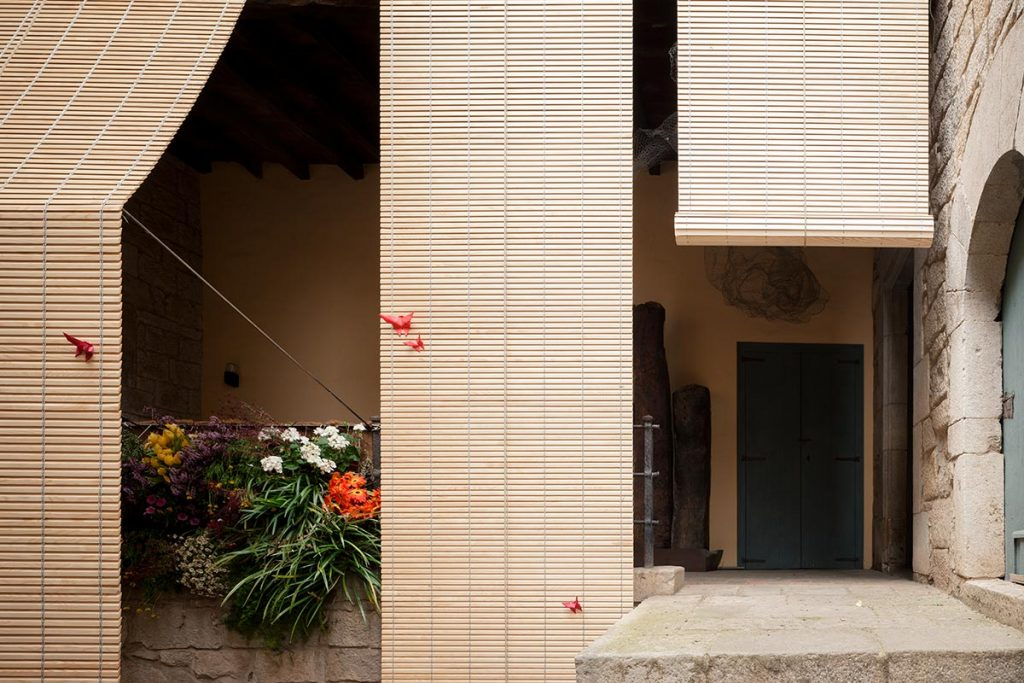 Aixopluc, Temps de Flors, Girona. Pau Sarquella Fàbregas, Carmen Torres, Oleguer Prat y Enric Sánchez © Joan Guillamat Castells