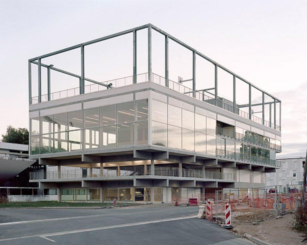 Del edificio híbrido al edificio complejo Cedric Price. Studio Muoto. Edificio para un Campus. París Saclay, 2016