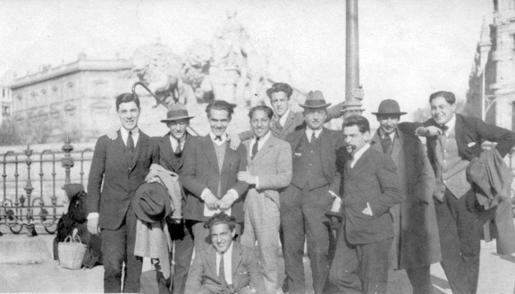 Excursión Museo del Prado, Residencia de Estudiantes, 21 marzo 1921. Presentes F. García Lorca y Luis Buñuel entre otros. Foto Martín Domínguez Esteban.