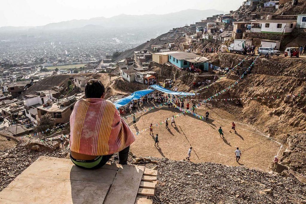 """Eleazar Cuadros, """"Fiesta y fútbol"""". Comas, Lima 2015."""