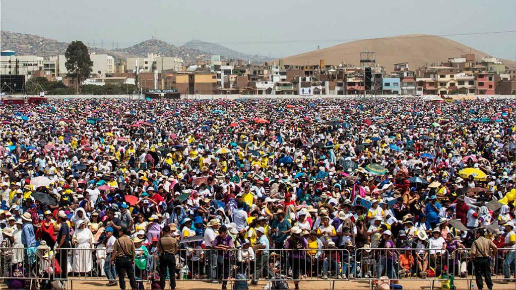 Gran expectativa por misa del papa Francisco en base aérea Las Palmas | Fuente: AFP | Fotógrafo: rpp.pe
