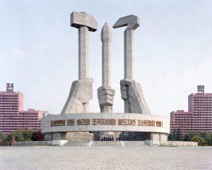 Maxime Delvaux: monumento al Partido de Trabajadores de Corea, 2012.