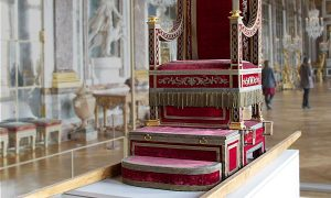Papal chairs | Elías Cueto - Xosé Suárez